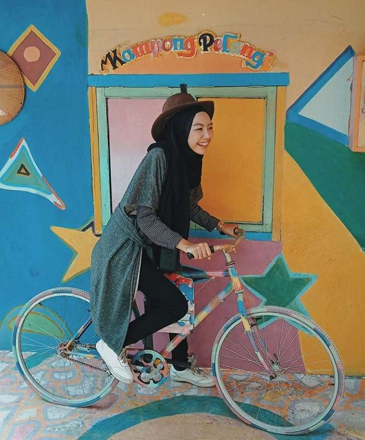 gambar sepeda pelangi kampung warna warni semarang